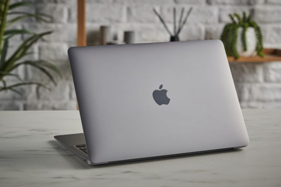 The new MacBook Air has leaked, and it looks a lot like the colorful new iMac