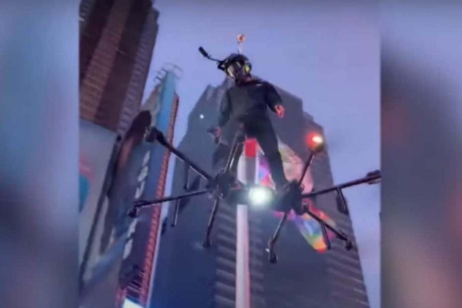 Man Flying on Hoverboard Over New York's Times Square Reminds People of Famous Spider-Man Villain