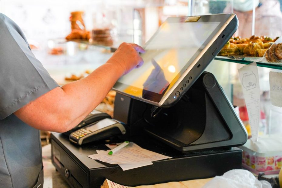 POS hardware: how to find the best retail equipment for your business