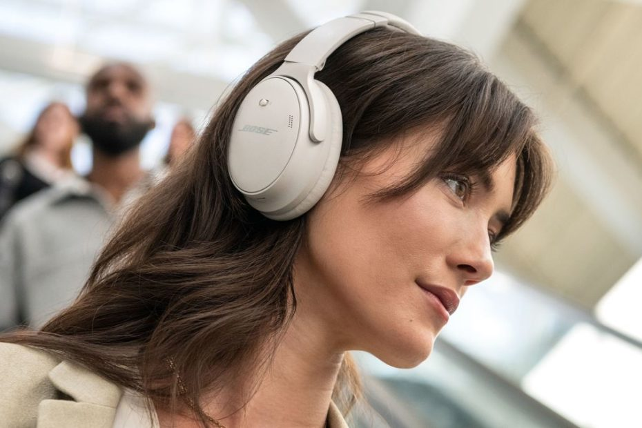 The Bose QuietComfort 45 steal a feature from Sony's famous WH-1000XM4 headphones