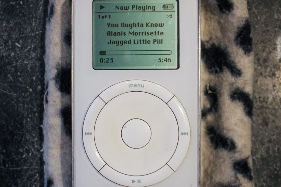 Inventing the iPod: How 'really big risks' paid off for Apple