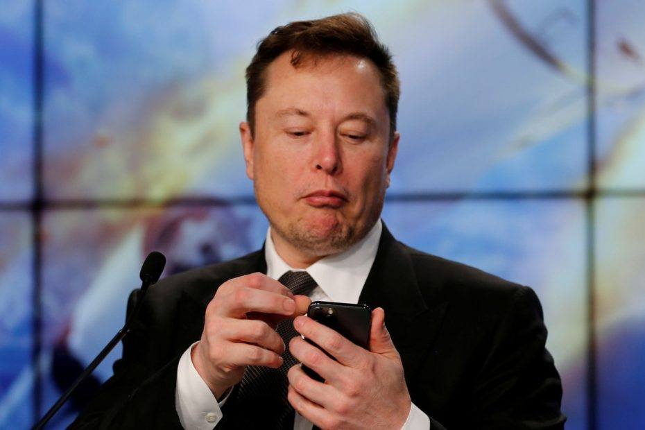 SpaceX CEO Elon Musk Tweets He Is in Talks With Airlines to Install Starlink Broadband